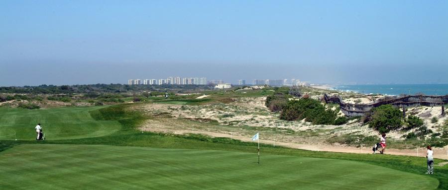 Golfeurs sur le fairway de El Saler