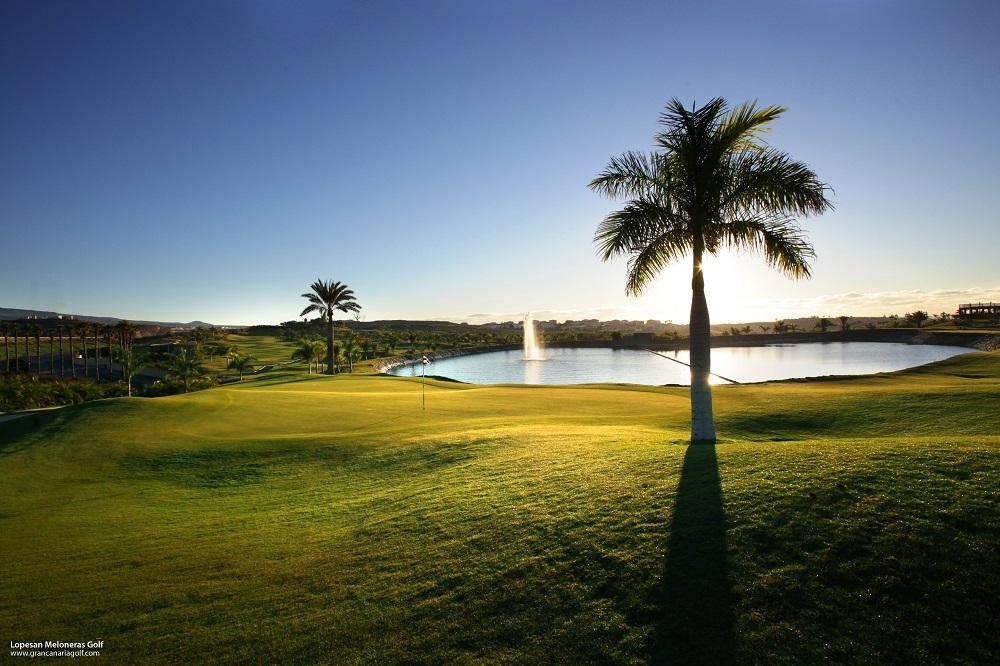 Le couché du soleil sur le golf de Lopesan Meloneras.