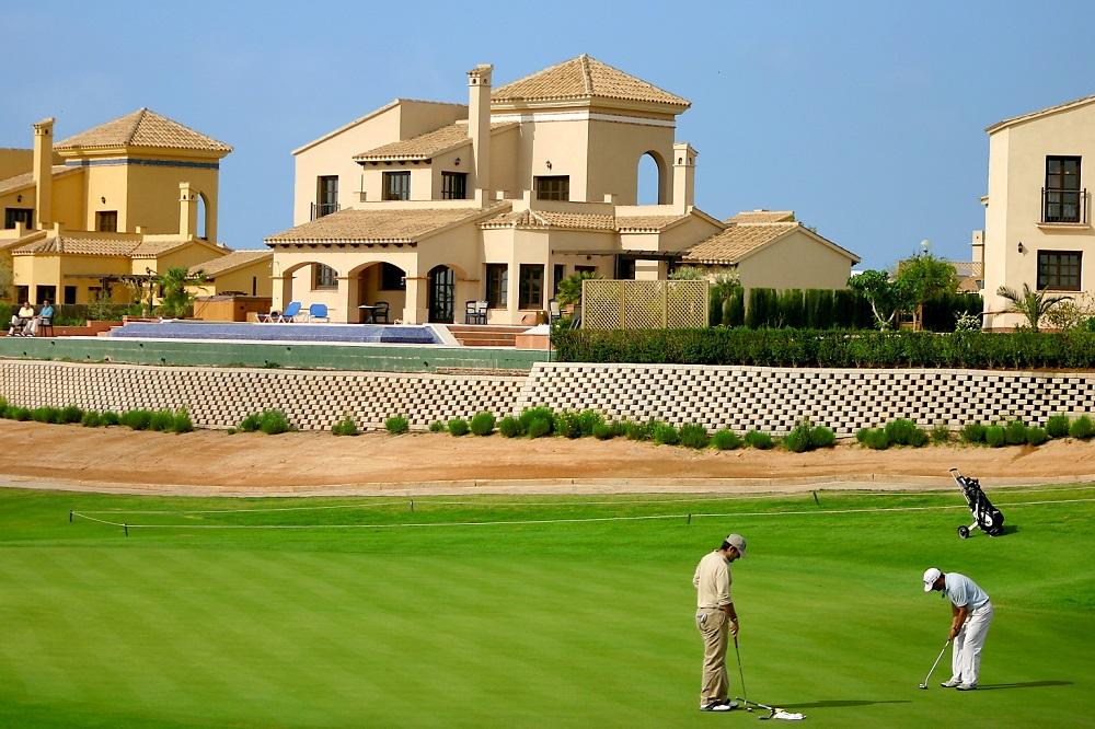 Golfeurs sur le green de Hacienda del Alamo