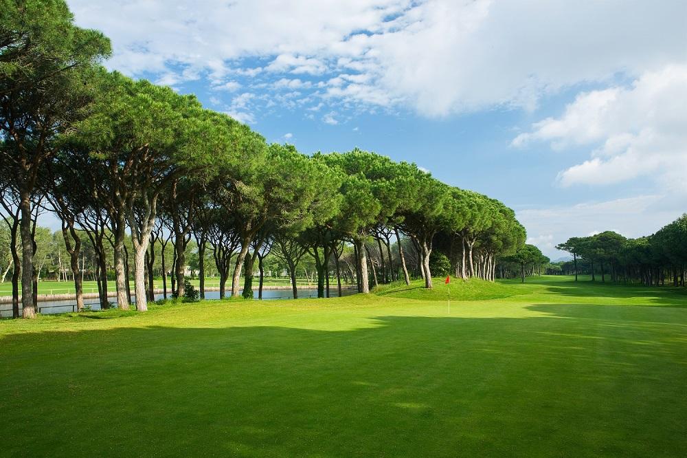 Le fairway du golf le Platja de Pals.