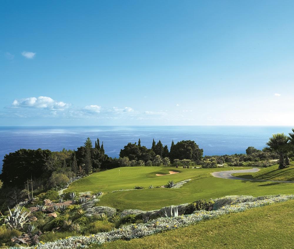Green avec vue sur la mer du golf Tecina