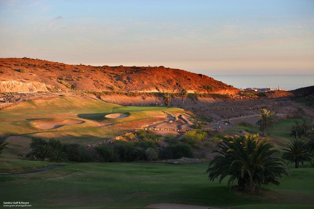 Soleil se couchant sur le golf Salobre