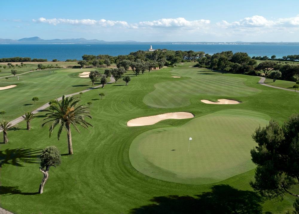 La vue aérienne du golf d'Alcanada.