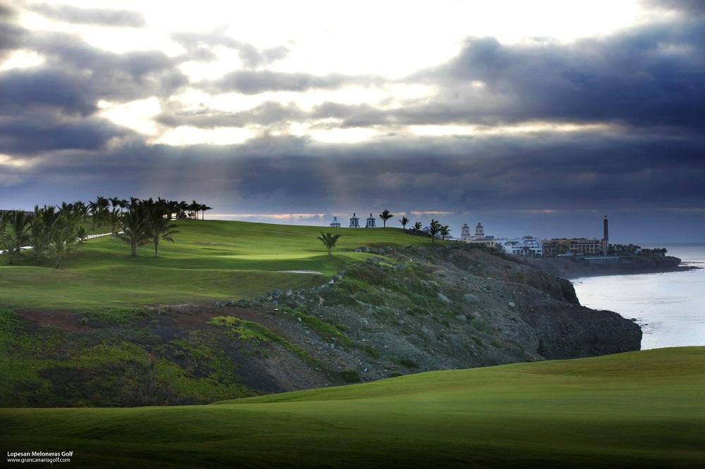 Les falaises du golf de Lopesan Meloneras.
