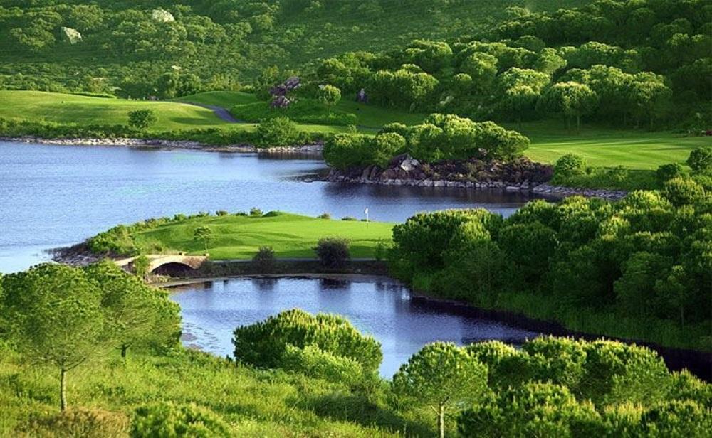Les lacs du golf de la Reserva.