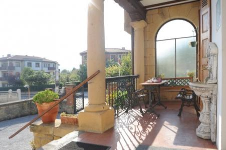 Terrasse et extérieur de l'hotel Neguri