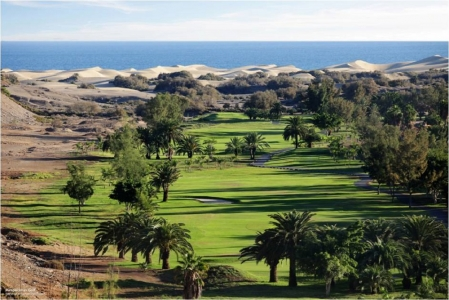 Vus aérienne du fairway et des dunes sur le golf Maspalomas