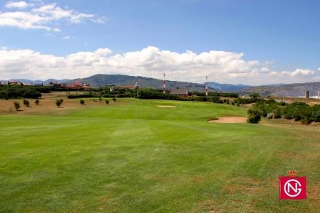 Large fairway sur le quatrième trou du golf Neguri