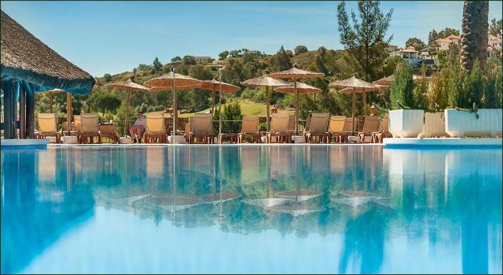 La piscine de l'hôtel la cala Caracala Spa Garden.
