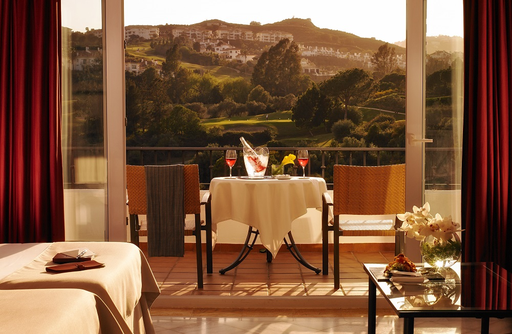 Terrasse d'une chambre du resort La Cala