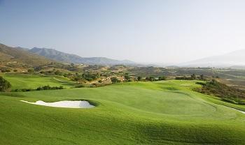 Large green et vue sur le parcours America de La Cala en Espagne