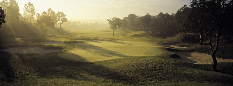 Trou numero 18 sur le meilleur parcours de la région de Barcelone, le PGA Catalunya